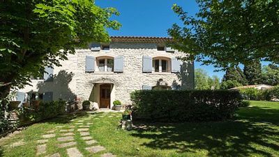 Photo for Provencal farmhouse of the 18th century with lush gardens, pool and kitchen ext