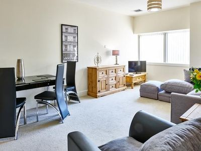 Photo for Apartment in the center of Milton Keynes with Air conditioning, Lift (552421)
