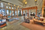 On Site Ski Rentals! Minutes from Deer Valley Gondola! 3 Hot Tubs and Pvt Fire Place (SW3133)
