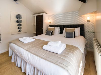 Super-king-size bedroom or twin bedroom on request