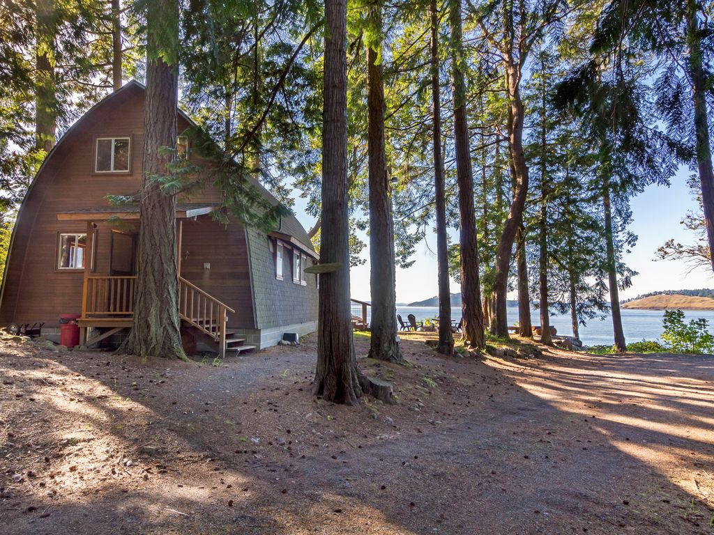 Waterfront cabin near roche harbor elephant house for Roche harbor resort cabins