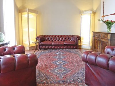 Photo for Classic 170m2 apartment with 3 bedrooms in the center of Avignon