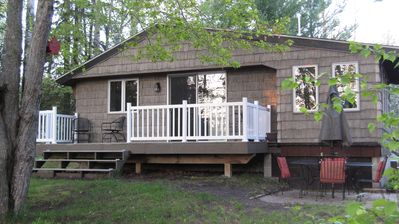 Cottage Creek ON THE TRAIL! Beaches nearby; Fireplace A/C;Large backyard