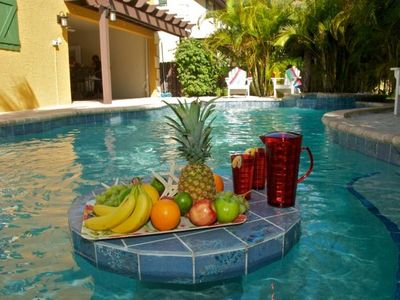 Private pool and close to shops and restaurants! !! 🌴