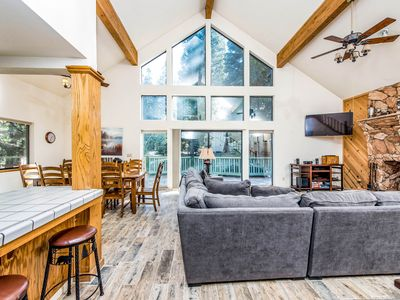 Photo for Dog-friendly cabin with a spacious deck and outdoor seating!