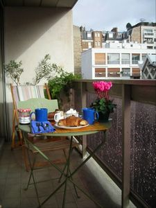 Breakfast on the first balcony terrace, with full sun in the morning