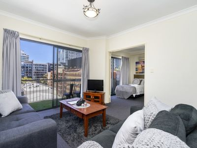 Photo for Sleeps 6 Oversize East End Perth Apartment free parking