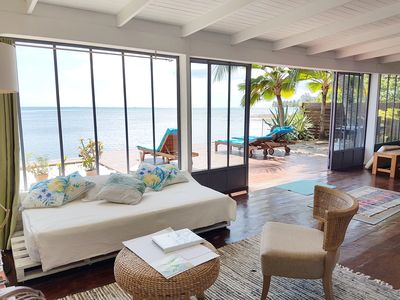 Photo for Modern villa with pool by the sea on the island of Moorea