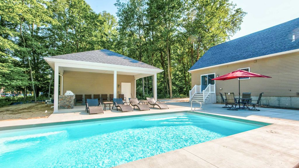 6 Bedroom w/ Swimming Pool, Fire Pit & Home Theater - Walk to Beach ...