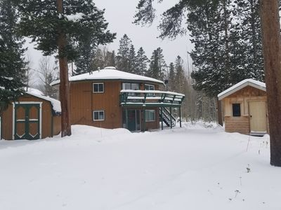 Photo for Cozy round house with huge hot tub, 4 bedrooms, sleeps 16 on Peak 7