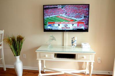 LG 46' 3-D smart Wi-Fi HDTV, internet, Netflix, cable TV and Blue-ray/DVD player