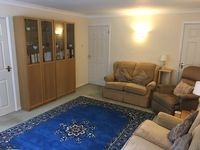 A very comfortable, well resourced and well positioned flat.