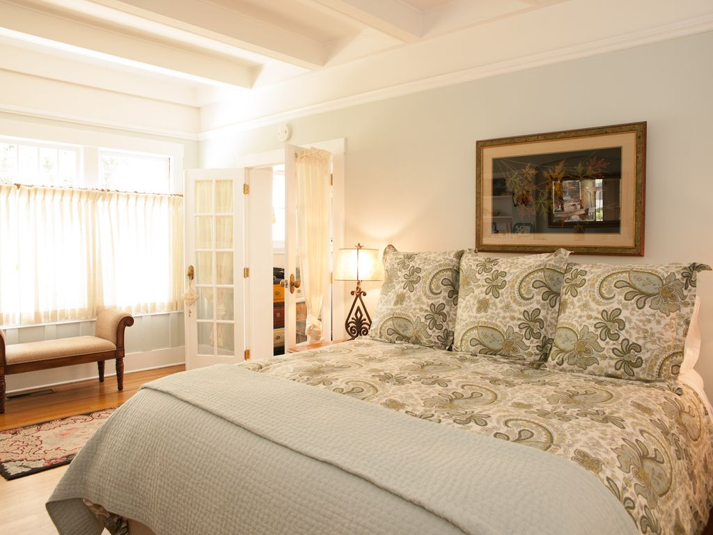Main Residence 1-Br/1-Ba In Historic W.Beach Triplex, 2-Blk From Stern's Wharf