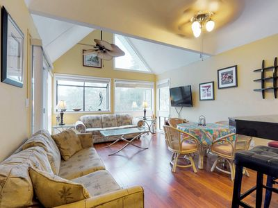 Photo for Cheery, modern condo with shared sauna, pools, hot tub, and on-site tennis