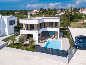 4 New Building 3 Minutes To The Beach