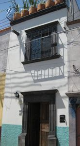 Townhouse style, flat walk to the jardin, historic centro. 4 levels with stairs.