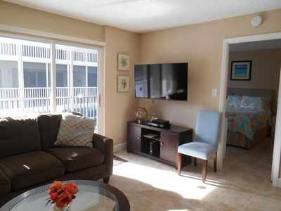 Photo for On Siesta Key! Remodeled & fully-equipped 2 bed/2 bath condo in Crescent Arms Towers.
