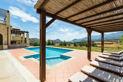 The pool terrace is equipped with sun beds, under the shade of a pergola!
