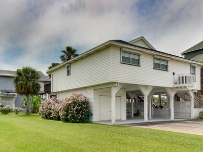 Photo for Dog-friendly, beachside home with prime location and room for everyone!