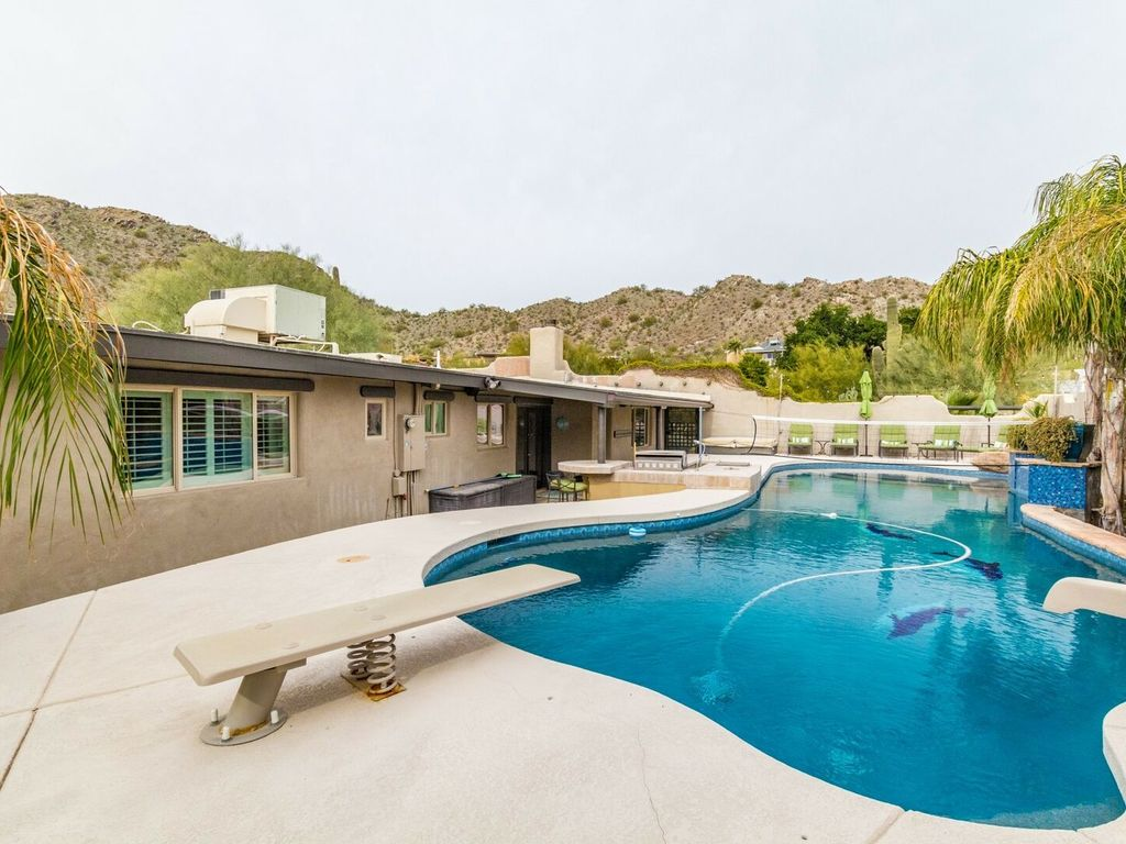 Heated Pool, Volleyball, putting green, bikes, & more! Fully updated  w/garage & Casita! - Paradise Valley Village
