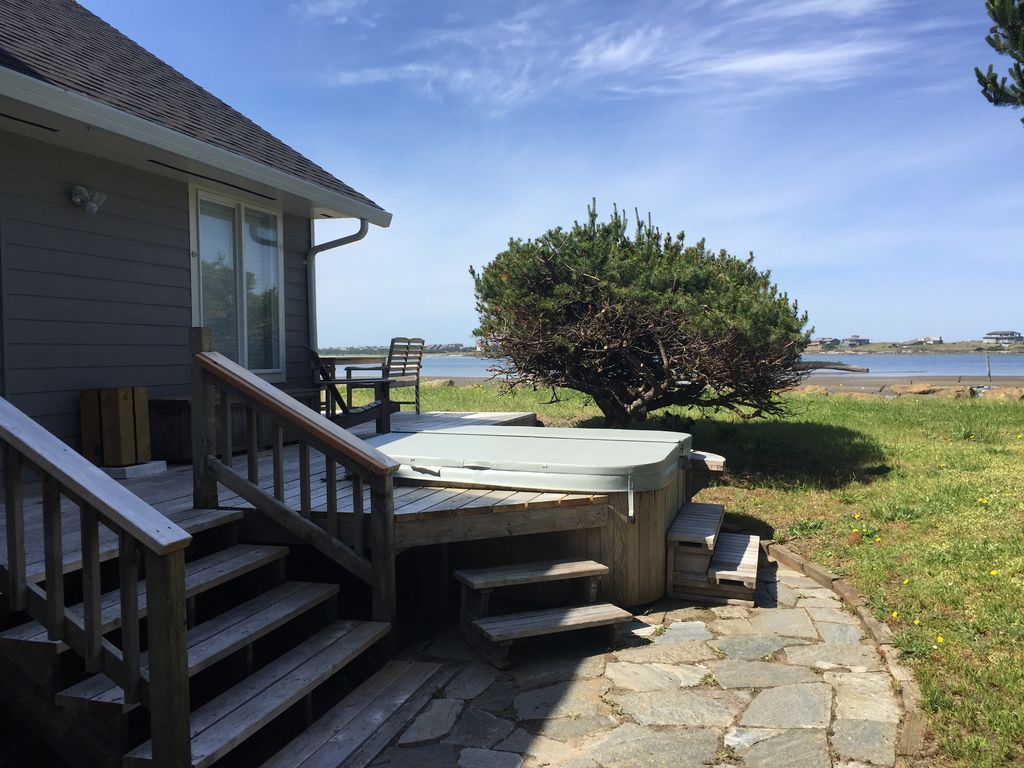 Bayfront Home 4 Bedrooms With Private Hot Tub Lincoln