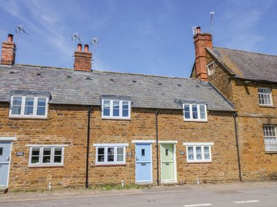 Photo for Treacle Cottage, TYSOE