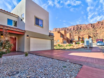 Photo for Two-story, family-friendly desert oasis with mountain views, private hot tub