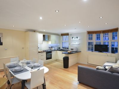 Photo for Fantastic 4 beds house with huge top floor terrace