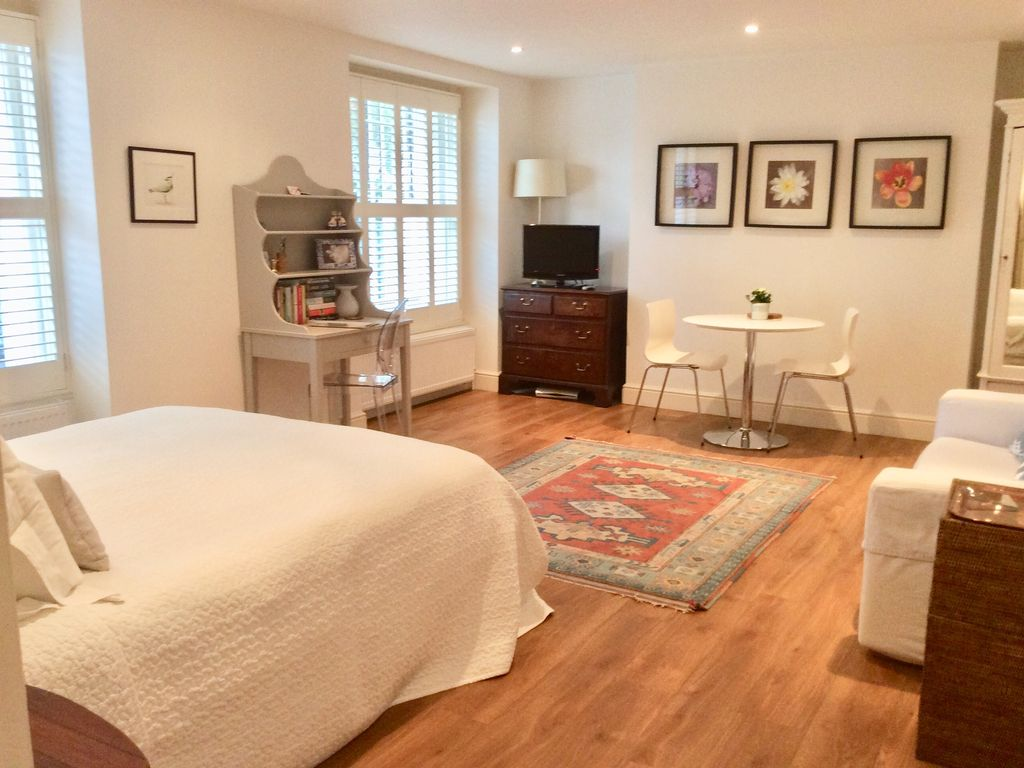 Luxury large studio apartment in Camden, central London ...