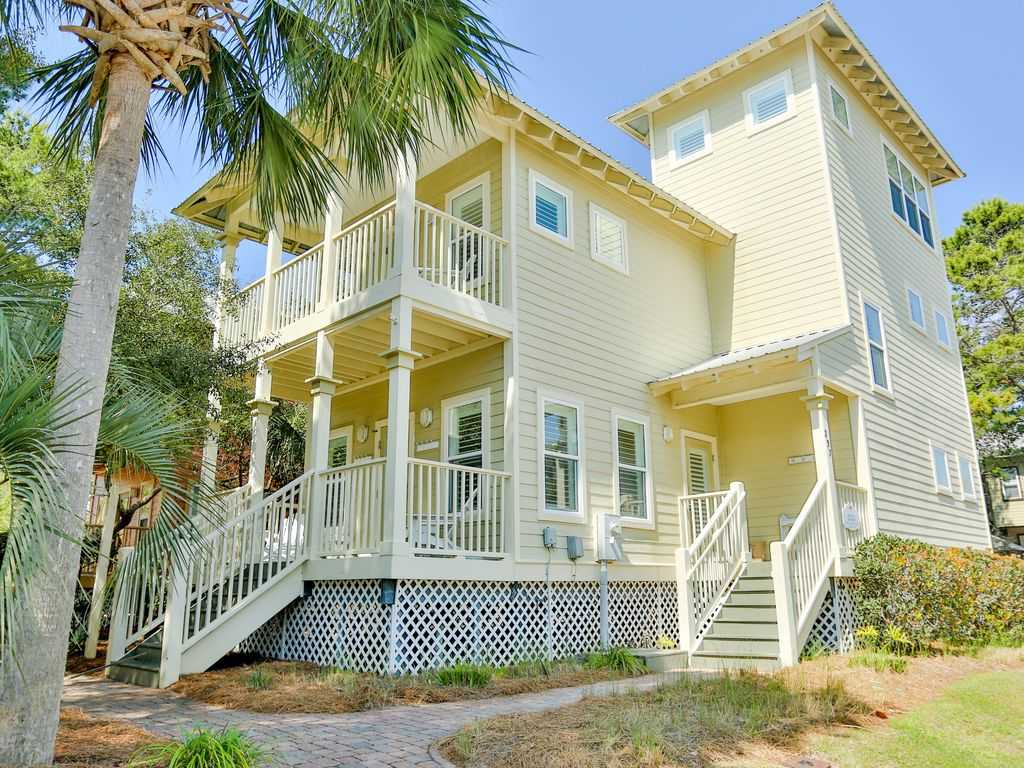 Spring specials pet friendly walk to the vrbo for Wheelchair accessible homes for sale in florida