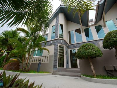 Photo for Luxurious 5-star villa centrally located between Pattaya and Jomtien Beach