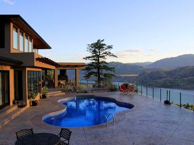 Spectacular southern views of pool, Skaha lake and mountains at sunset!