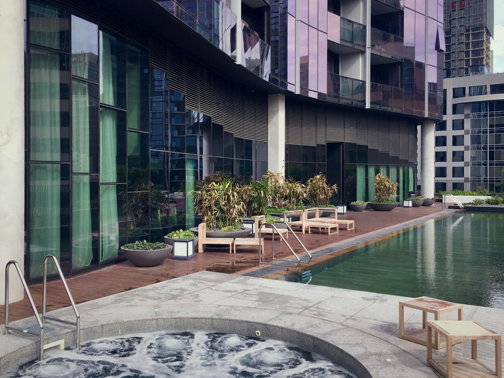 Perfect City Getaway - Pool, Spa, Wifi and great location