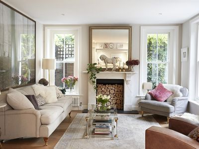 Photo for Sunny 2-bed garden flat (sleeps 4) in Kensington