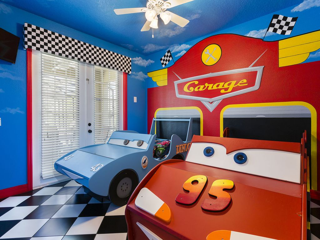 Frozen cars and jake nemo theme rooms splashpad movie for Car room ideas