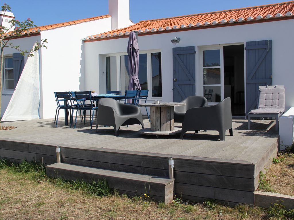 Very nice house close to the beach of luz ronde for Very nice mansions