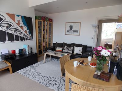 Bright flat close to Kentish Town station. Fully equipped Quiet rd off high st
