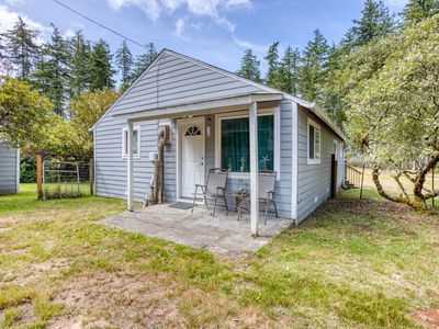 Photo for Dog-friendly beach cabin w/ a full kitchen, open layout, & furnished patio!