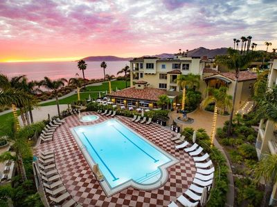 Photo for Oceanside Suite w/ Free WiFi, Fireplace, Pool Access & Cocktail Lounge