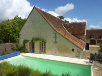 Delightful gite in peaceful and charming setting. Excellent swimming pool. Kind hosts.