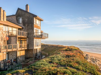Choose this Monterey Bay vacation rental condo for a memorable waterfront retreat!