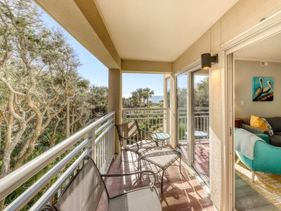 Photo for Newly renovated! Spacious waterfront condo just steps to the beach!
