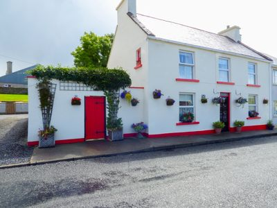 Photo for FLOWER POT COTTAGE in Dunkineely, County Donegal, Ref 933015