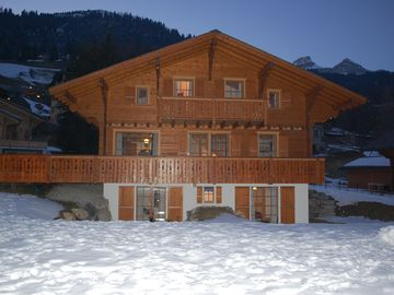 Superb Chalet with stunning mountain views,  large garden, close to ski lifts