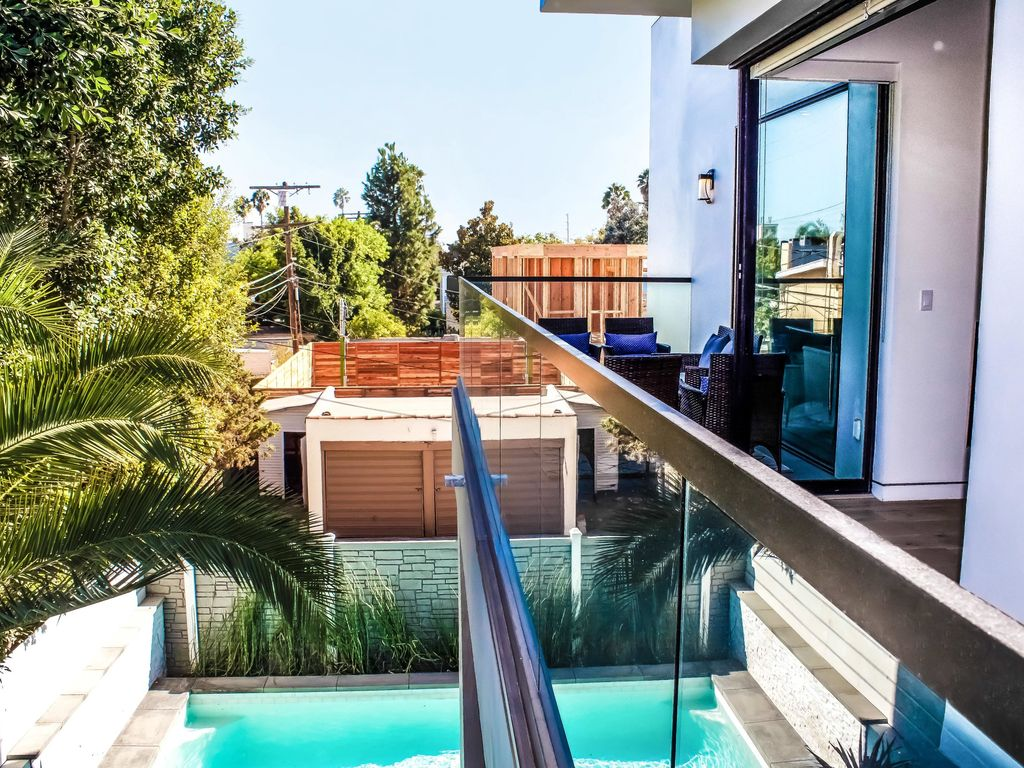 Property Image#3 West Hollywood Mansion With Big Rooftop Patio, Private Pool,  Hot