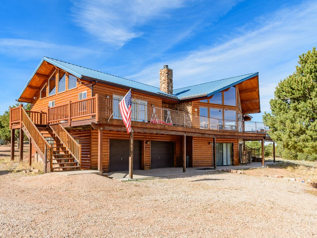 Red Canyon Lodge   Sleeps 22 In Beds   17 Acre Estate