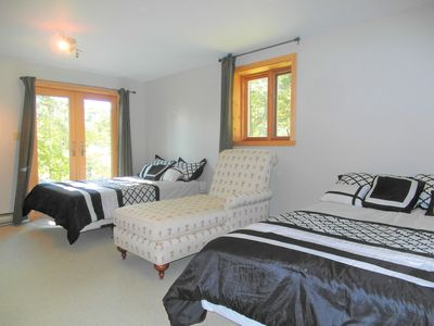 Photo for Terrific Apartment 5 Min Away From St-Sauveur