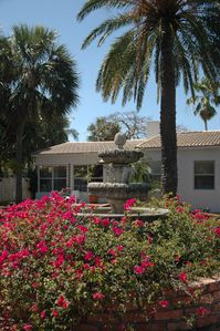 Waterfront Boutique Gated Estate < 1 Mile To Beach