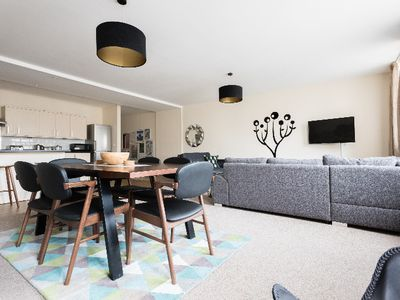 Photo for The Broadmead Jungle - Lovely & Central 3BDR Apartment