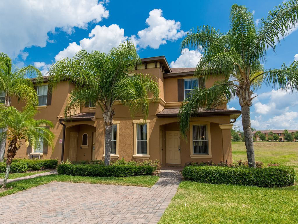 spacious townhome at regal palms end unit vrbo. Black Bedroom Furniture Sets. Home Design Ideas